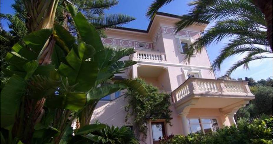 Affitto appartamento in villa d'epoca a Bordighera