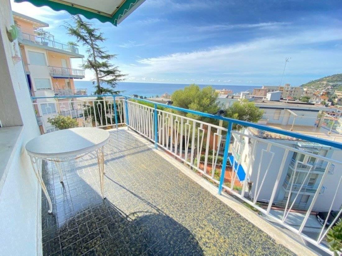Trilocale vista mare a Sanremo