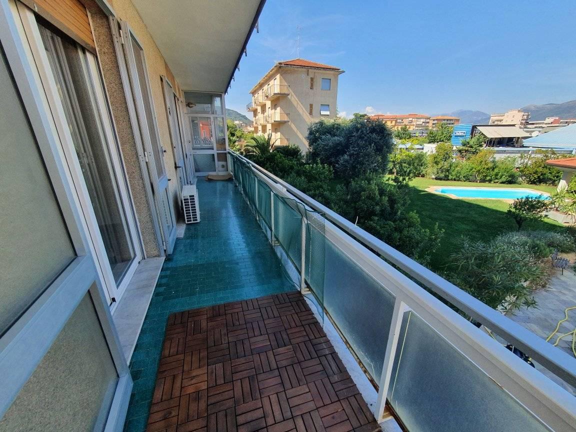 Квартира в пешей доступности до моря в Альбенга